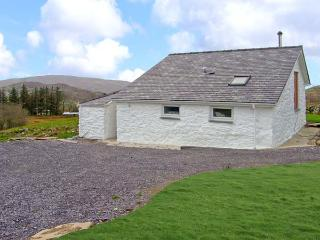 Y BWTHYN, pet friendly, character holiday cottage, with open fire in Llanberis, Ref 9950