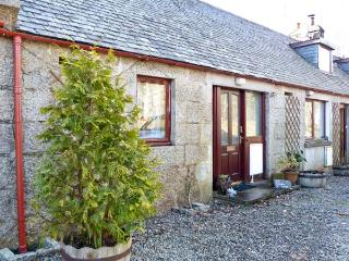 2 STITTENHAM COTTAGE, country holiday cottage, with a garden in Alness, Ref 12169 - Ross and Cromarty vacation rentals