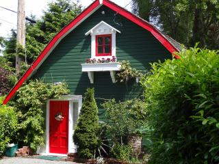 Sunrise Garden Cottage - a restful and romantic retreat - Vancouver Island vacation rentals