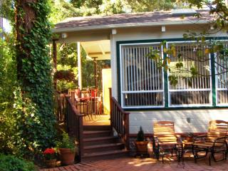 Scott's Guest House a Pet-Friendly Private Getaway, Santa Cruz