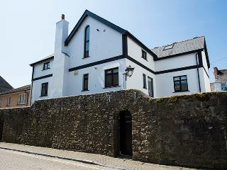 Five Star Child Friendly Holiday Cottage - Wall Cottage, Tenby