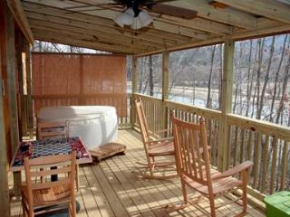 Romantic Log Cabin on Beautiful Lake Lure, Hot Tub