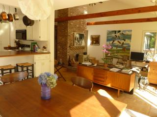 Relax among art and antiques 3BD contemporary, West Tisbury