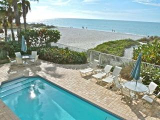 SeaSide 102 - Outstanding Gulf Front three bedroom condo with pool in 4-plex, Indian Rocks Beach