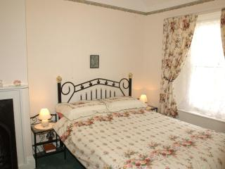 Tenby 4 star self catering cottage close to beach. - Tenby vacation rentals