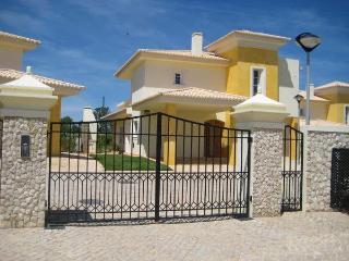 Luxury Villa with own pool & shared pool, Lagos