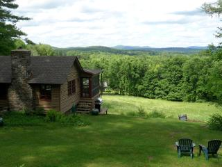 1940's Cabin with fantastic 180o  mountain views!!, Great Barrington