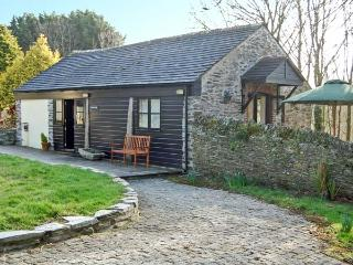 LYNHER COTTAGE, romantic, character holiday cottage, with a garden in Hatt, Ref 11437, Saltash