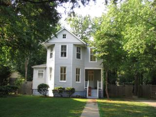 1897 Victorian, Great 4 Families, 15 Mins to Most Popular Sites - 5 Bdrms, 3 Bths, Washington DC