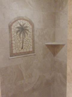 Both bathrooms have tiled showers with Hawaiian motif murals to keep you in the Maui spirit!