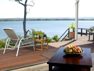 Sunset Waters - Luxury WATERFRONT holiday home, Macleay Island