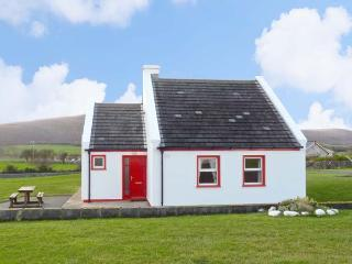 1 COIS CUAINE, pet friendly, with a garden in Bellharbour, County Clare, Ref 11782, Bell Harbour