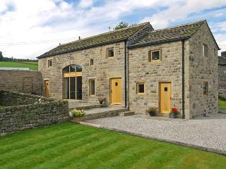 STONEYCROFT BARN, luxury holiday cottage, with a garden in Midhopestones, Ref 6188 - Stocksbridge vacation rentals