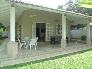 Hibiscus Cottage: peaceful, stylish house & garden, Unawatuna