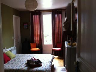 Bed & Breakfast  DOMINGOROOMS PARIS BEAUBOURG - Paris vacation rentals