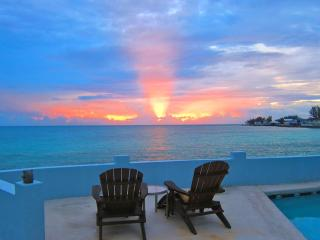 LUXURY 130ft of Oceanfront with Pool FALL DISCOUNT, Nassau