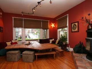 In City -Sleeps 10, Chef's Kitchen, Hot Tub & More, Seattle