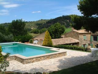 Le Jas des Cannebieres 7 Bedroom House, Pet-Friendly, with a Pool and Fireplace, Alpes-de-Haute-Provence