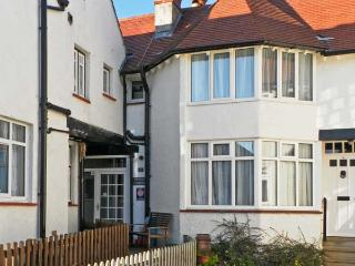 PUZZLE CORNER, pet friendly, in Sandsend Near Whitby, Ref 12910