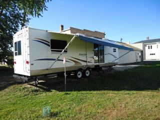 $50/1br-33' Camper-Lake Winnebago Vacation Rental, Hilbert