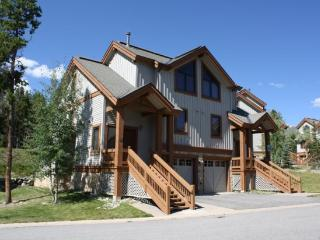 Luxurious Newer 3-Bedroom 3-Bath Duplex a Stone`s Throw from the Snowflake Lift - Simply Awesome!, Breckenridge