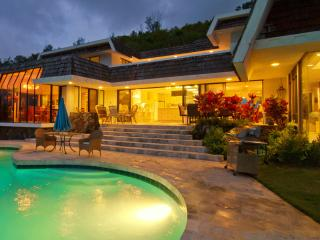 The Kailua Ocean View Villa has Great Views, Pool,, Kaneohe