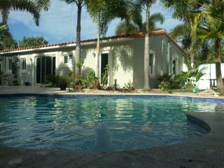 La Casa On Tenth: Private Pool and tropical oasis, Wilton Manors