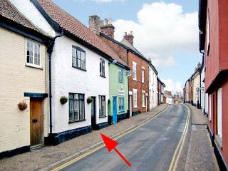 DAMGATE COTTAGE, family friendly, character holiday cottage in Wymondham, Ref 12426