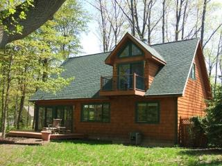 The Guest House is a pet friendly vacation home in South Haven that has big windows, plenty of space and plenty of trees. Weekly stays begin on Saturdays.