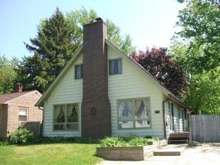 516 Chambers is a beautiful, pet friendly vacation home in South Haven. Summer rentals begin or end on Sunday