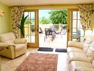 BUZZARDS VIEW, family friendly, luxury holiday cottage, with a garden in Eglwysbach, Ref 13008