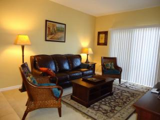 Luxury Furnished Apartment with Lake View, Fort Myers