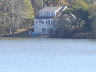 30' from pond, Private 4 bedrooms, Internet!, Eastham