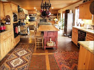 Large Private Home - 3 Living Rooms - Great Views of the Flat Top Wilderness (5994), Steamboat Springs