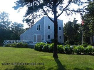 #7164 Nestled on a quiet dirt road minutes from South Beach, Edgartown