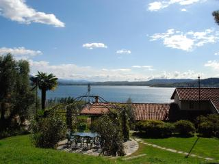 Lake Maggiore breathtaking view romantic apartment, Lesa