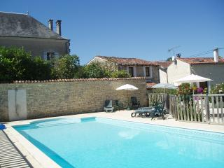 Charming stone cottage; heated pool in SW France - Poitou-Charentes vacation rentals