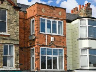 GOLDEN SANDS COTTAGE, family friendly, with a garden in Bridlington, Ref 13605