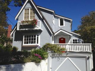 Honey's Retreat: Lovely Beach Cottage, Carmel