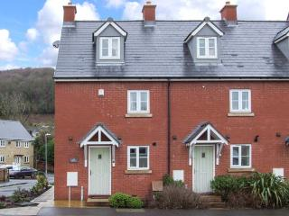 12 LIBRARY TERRACE, family friendly, country holiday cottage, with a garden in Dursley, Ref 12805