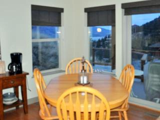 view of dining area and view of Skaha Lake