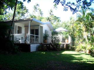 Bayside Bure.....beachy living at a peachy price!!, Savusavu