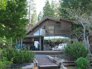 Awesome Lakefront Home with 2 Boats, Lake Almanor Peninsula