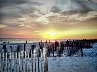 2 Bed 2 Bath with Pool Close to Pier Park and Frank Brown, Panama City Beach