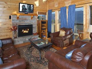 SECLUDED, 25 Mile View, Theater Room,Gas Fire Pit, Pigeon Forge