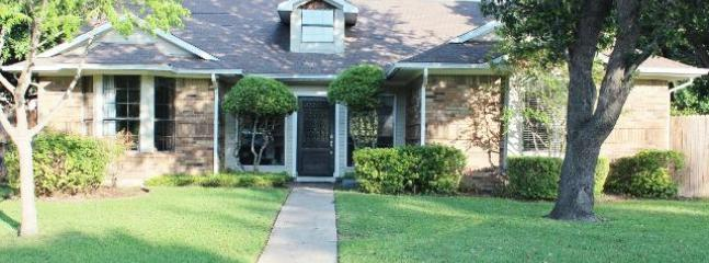 Front View of Home - Easy Access to All DFW! HDTV/Wifi Hi Spd Internet - Dallas - rentals