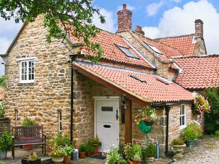 BEECH COTTAGE, family friendly, character holiday cottage, with pool in Ebberston, Ref 13727 - Ebberston vacation rentals