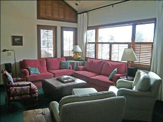 Comfortable Country Townhome - Fantastic Location, Stroll Around Ketchum (1024)