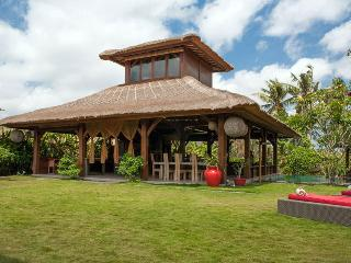 Canggu Tropical Large Villa, with Pool Fence, Jimbaran
