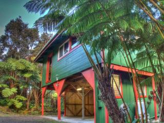 $105/nt! - Hale Hubner, Cozy Cottage, Next to Park, Volcano